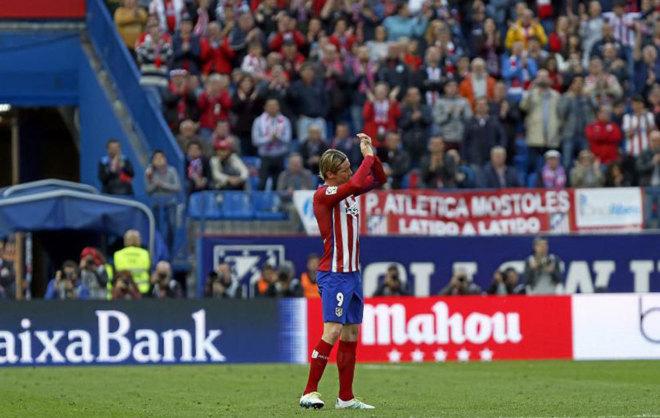 Fernando Torres saluda al Calderón esta temporada
