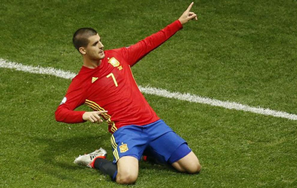 Morata celebra el primer gol que le marcó a Turquía.