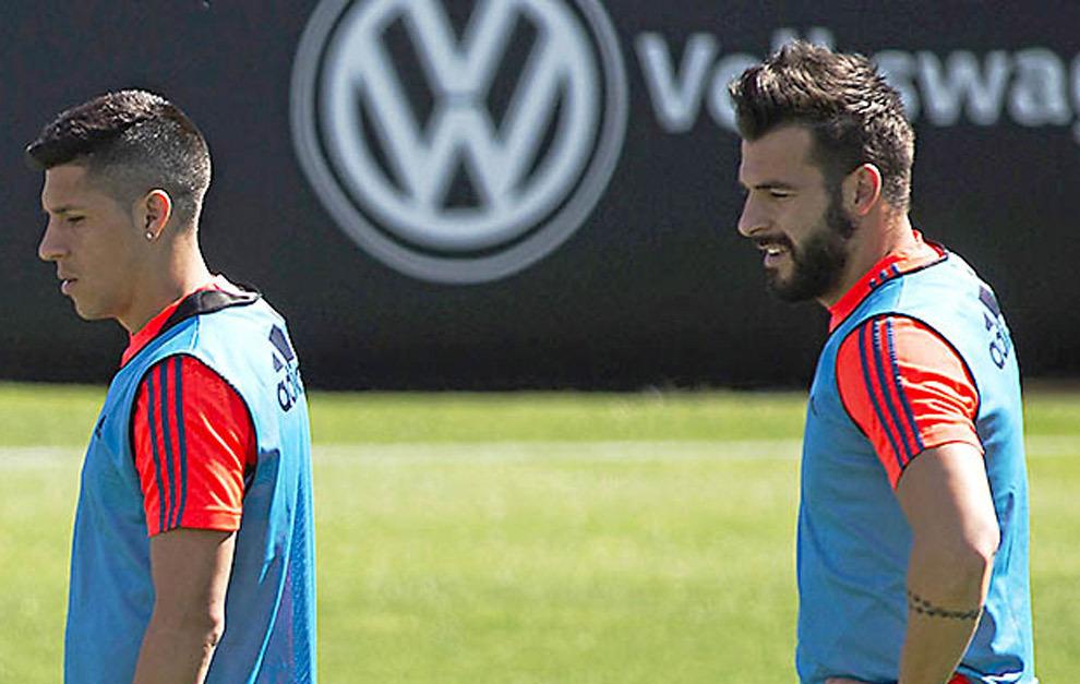Álvaro Negredo y Enzo Pérez en un entrenamiento