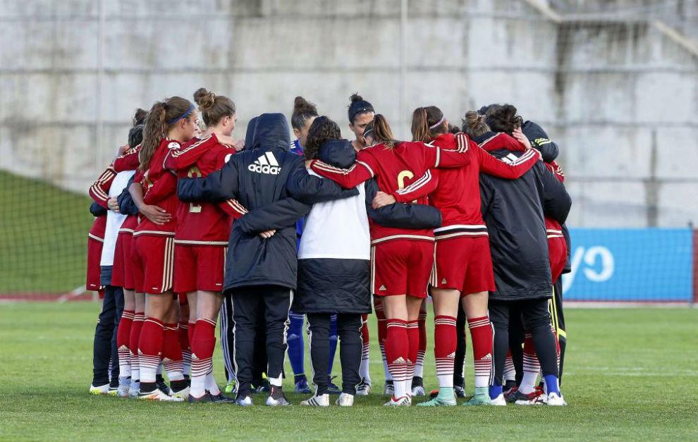 Las jugadoras de la selección española hacen piña tras su último...