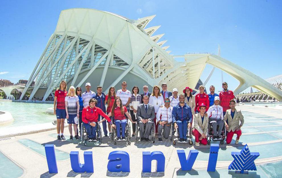 Presentación de la equipación del equipo paralímpico para los...