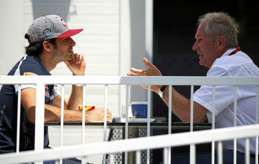 Sainz, con Marko, el jueves pasado en Bakú.