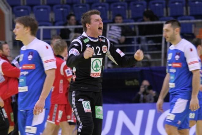 El portero noruego Ole Erevik celebra la victoria en un partido ante...