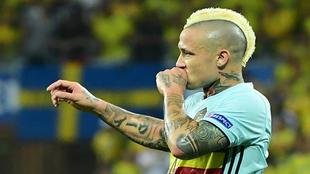 Nainggolan festeja el gol de la victoria belga.