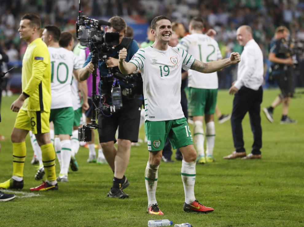 Robbie Brady metió a Irlanda en los octavos de la Eurocopa.