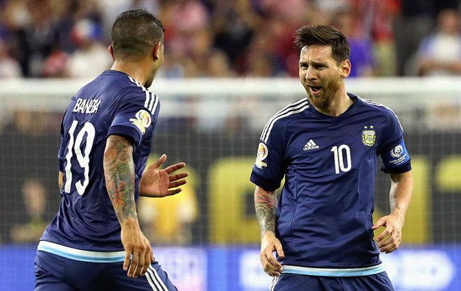 Messi y Banega, durante el choque ante Estados Unidos.