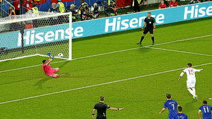Subasic detiene el penalti a Ramos en el Croacia-España.