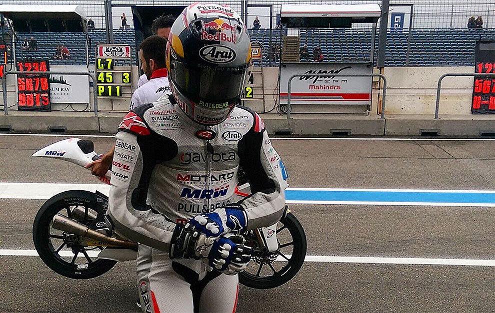 Jorge Martín se queja de la mano tras bajarse de la moto
