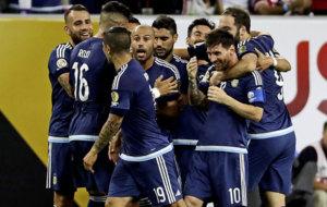 La pi�a argentina en la celebraci�n de un gol.