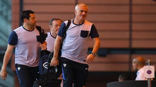 Deschamps, en la llegada de Francia a su hotel de Lyon.