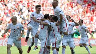 Los polacos celebran el pase a cuartos.