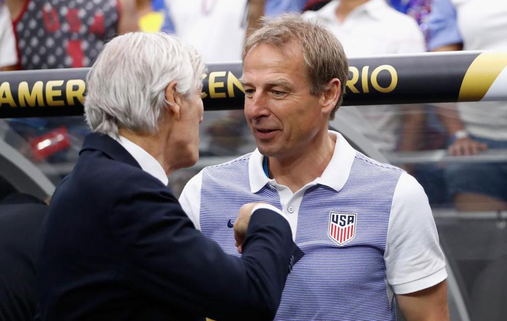 Klinsmann, dialogando con Pékerman.