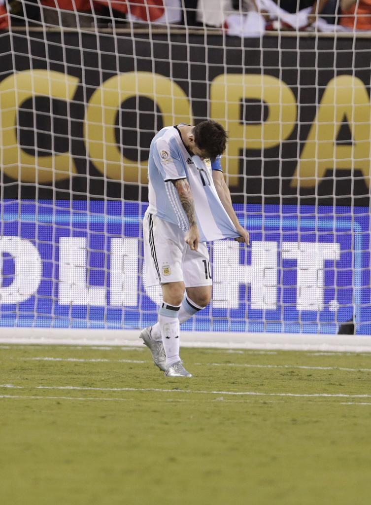 Messi falló un penalti y se derrumbó tras su error. Perdió su...