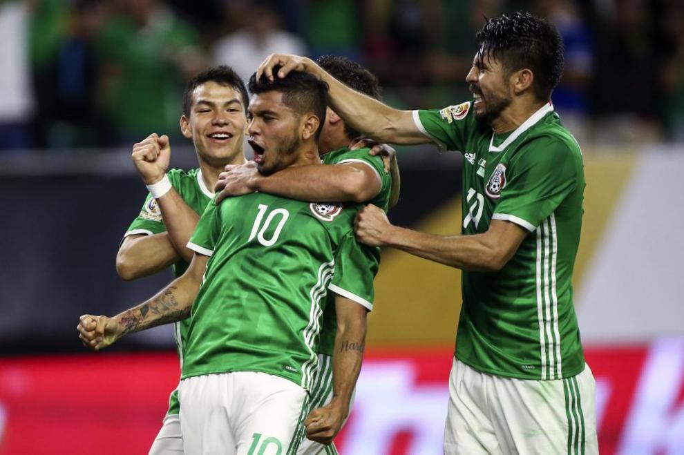 El mejor gol del torneo. El mexicano Jesús Manuel 'Tecatito' Corona...