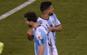 Messi y Agüero durante la final de la Copa América Centenario.