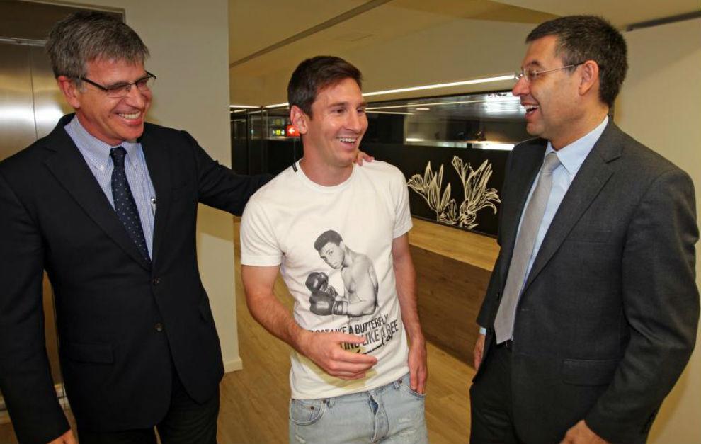 Messi junto a Josep Maria Bartomeu y Jordi Mestre