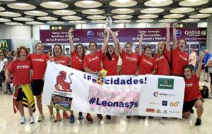 La selección española de rugby a su llegada a Madrid tras conquistar...