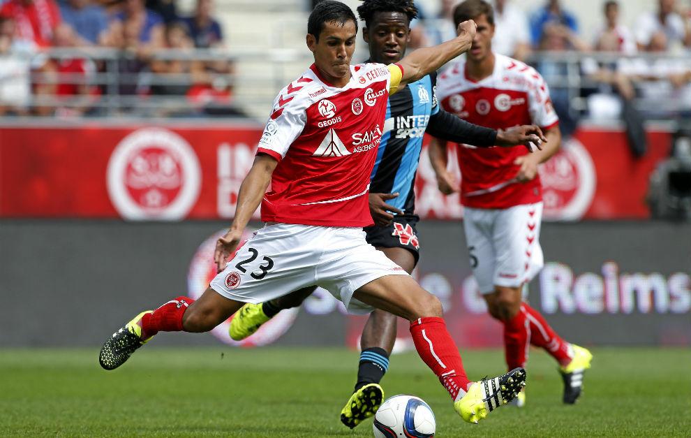 Aïssa Mandi, durante un partido con el Stade Reims.