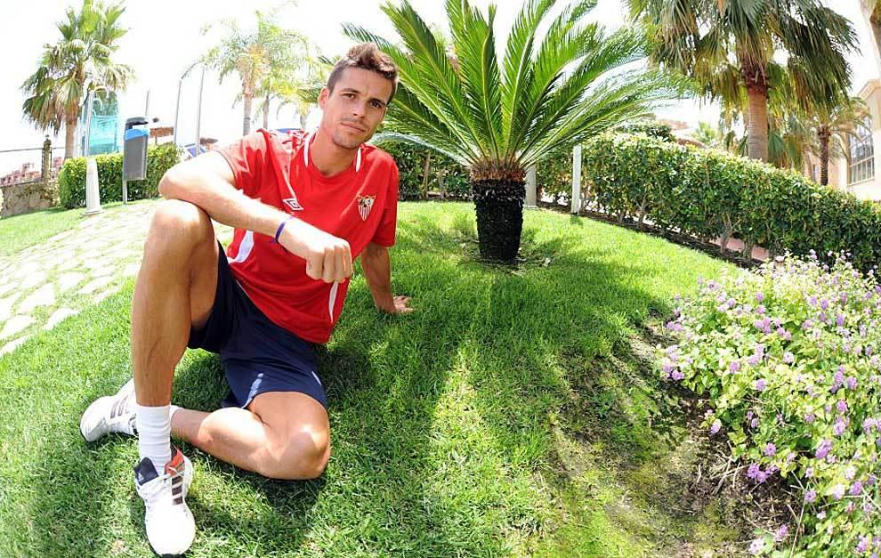 Manu del Moral posa para Marca durante su estancia en el Sevilla