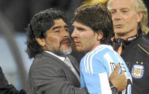 Maradona y Messi durante el Mundial de Sudáfrica.