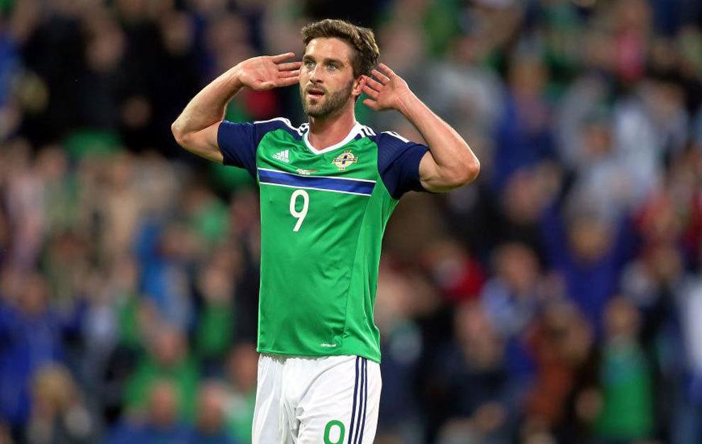Will Grigg celebra un gol con Irlanda del Norte.