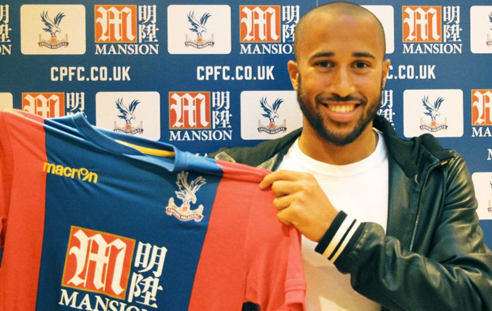 Andros Towsend posa con la camiseta del Crystal Palace.