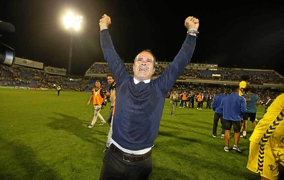 Álvaro Cervera celebra el ascenso del Cádiz en el Rico Pérez