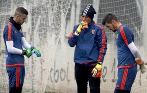 Jaume, Alves y Ryan durante un entrenamiento.