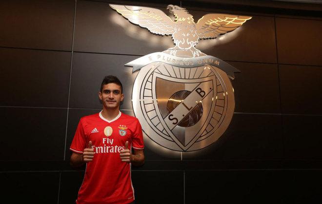 Guillermo Celis en su presentación con el Benfica