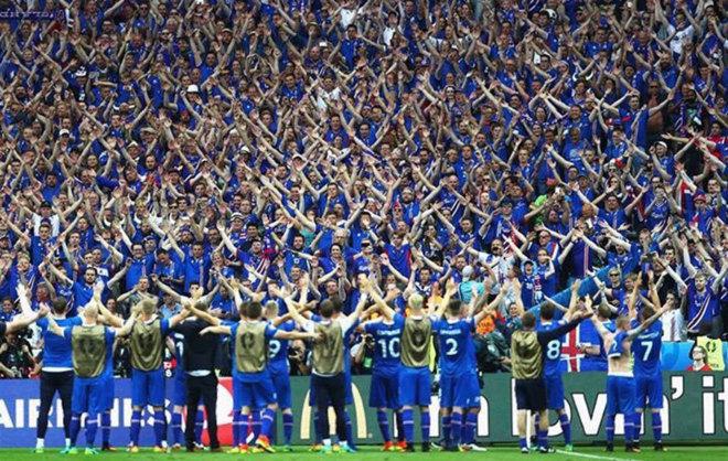 Jugadores y afición unidos por el grito más famoso de la Eurocopa