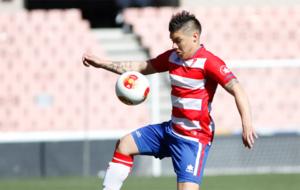 Cristian Bravo en un partido con el Granada