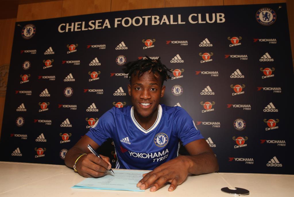 Batshuayi (22) firma como nuevo jugador del Chelsea.