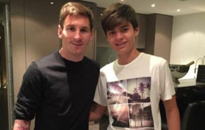 Bartucci y Messi posan juntos.