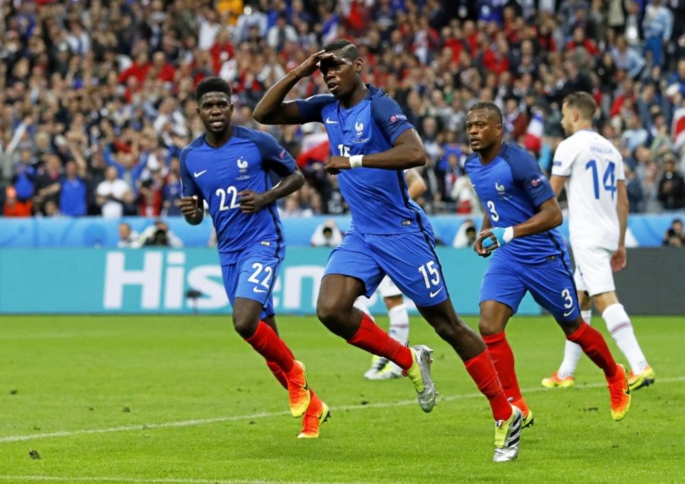 Pogba celebra su gol ante Islandia
