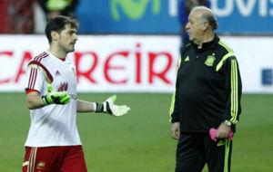 Del Bosque y Casillas, en un entrenamiento de la selecci�n