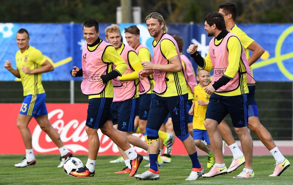 Jugadores de la selección de Ucrania durante un entrenamiento en la...