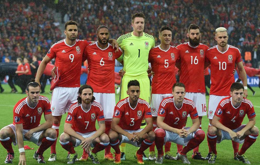Once de Gales ante Bélgica.