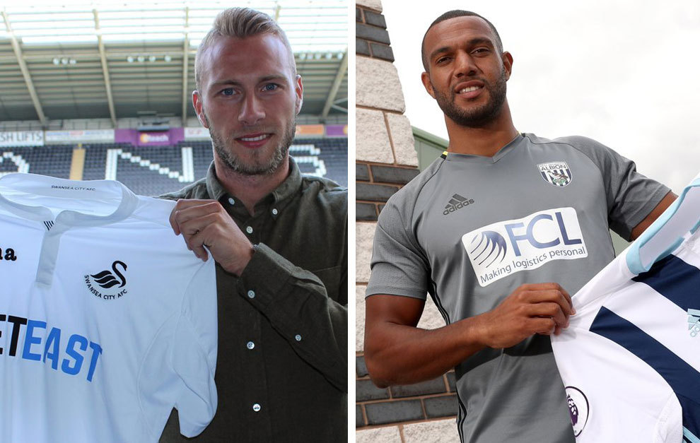 Van der Hoorn y Phillips posan con las camisetas de sus nuevos...