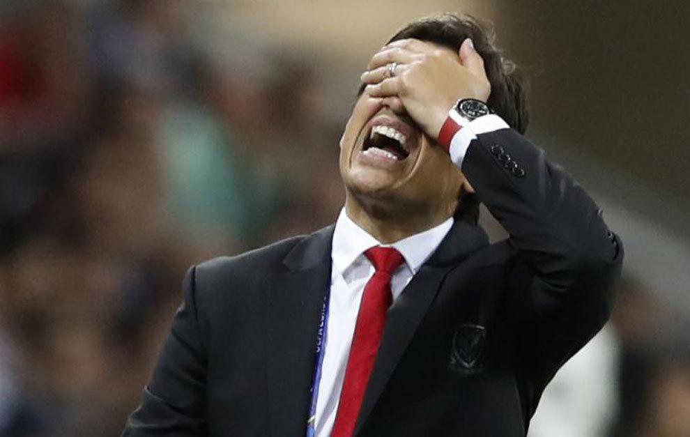 Coleman se lamenta en la banda ante Portugal
