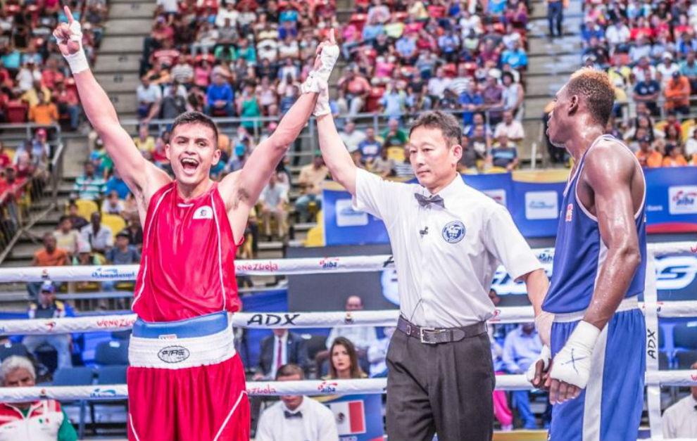 El mexicano Romero Martín celebra su triunfo frente a Youba Sissokho.
