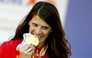 Ruth Beitia, con la medalla de oro ganada en �msterdam.