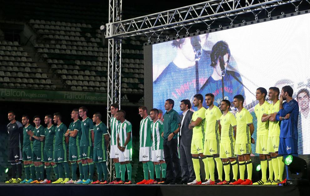 Betis  El Betis presenta sus nuevas equipaciones Adidas para la ... a52514b57155f