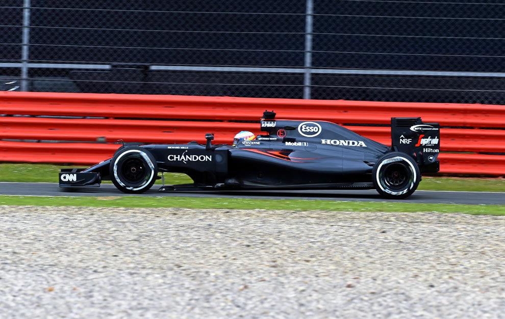 Alonso, décimo, muestra la mejora del motor Honda