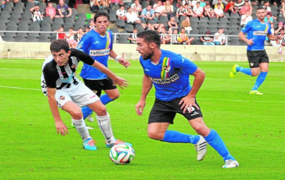 Fran Carles, durante un partido con el Linares Deportivo