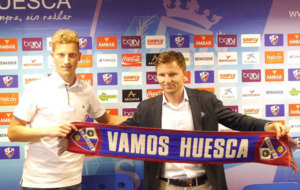 Cmiljanic en su presentaci�n como nuevo jugador del Huesca