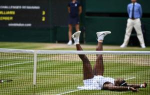 Serena cae de culo