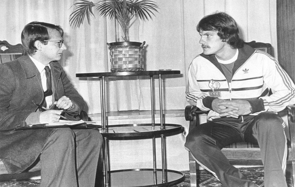 Un redactor de Marca entrevista a Jean Castaneda en 1982.