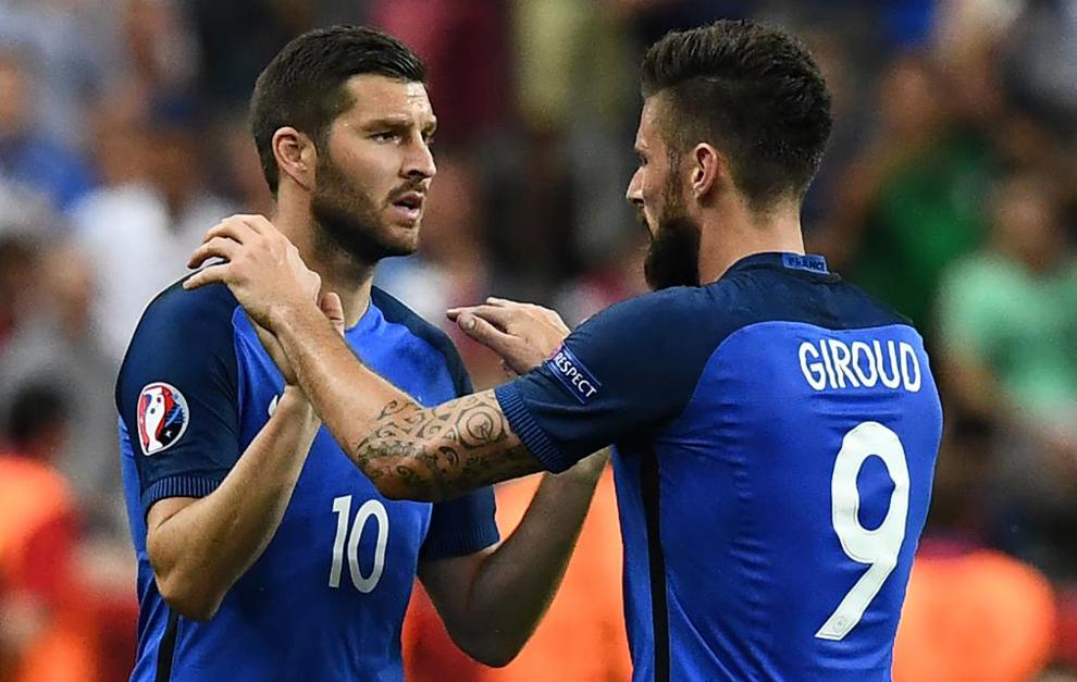 Gignac entra al terreno de juego por Giroud