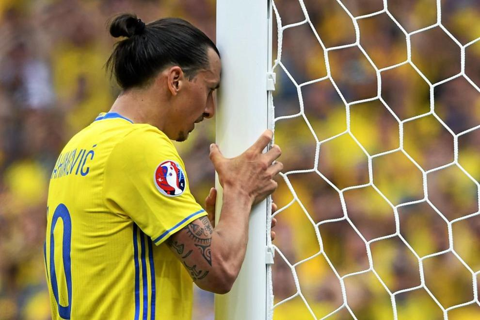 Zlatan Ibrahimovic se despidió de la selección sueca tras no poder...