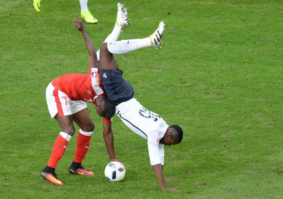 Paul Pogba tuvo este susto tras su encontronazo con Embolo.